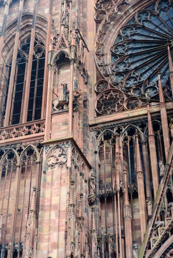 Detail, das Straßburg-Kathedrale in Frankreich auferlegt lizenzfreie stockfotografie