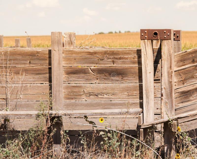 Detail der alten Holz-und Metallviehbestand-Rutsche ländliches Amerika (Anti lizenzfreie stockbilder