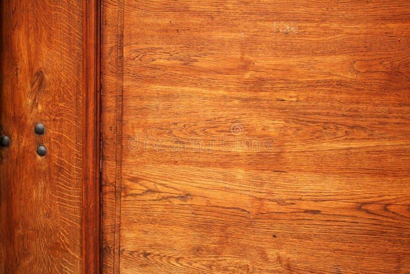 Detail der alten Holztür mit hölzerner Beschaffenheit stockfoto