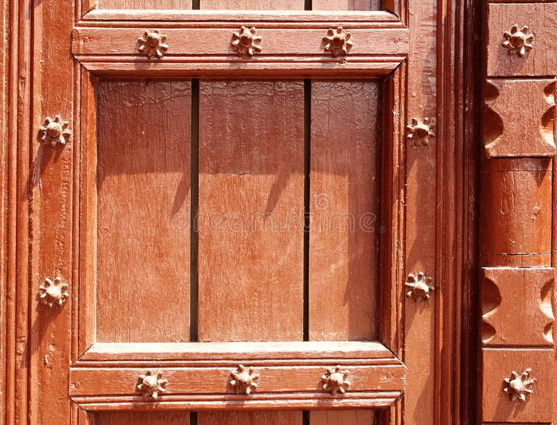 Detail der alten Holztür mit metallischen Nieten, Taj Mahal, I lizenzfreie stockfotografie