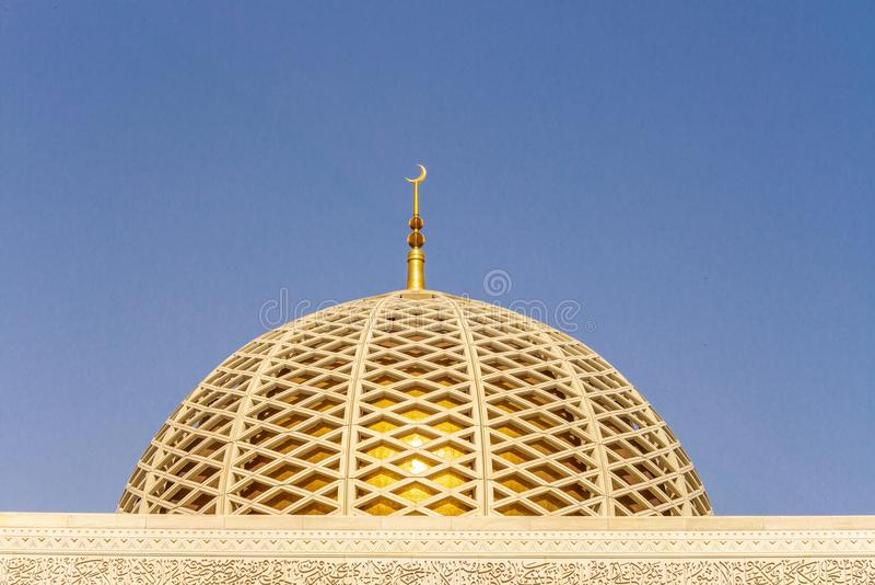 Detail der architektonischen Gestaltung der großartigen Moschee Muscats - 1 lizenzfreie stockfotos