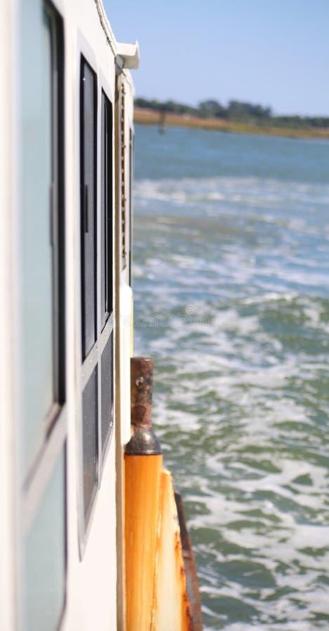 Detail der Fähre auf dem Meer lizenzfreies stockfoto
