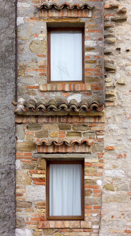 Detail der Fassade eines historischen Gebäudes lizenzfreie stockfotos