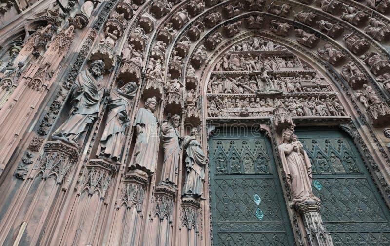 Detail der Fassade der Straßburg-Kathedrale lizenzfreies stockbild
