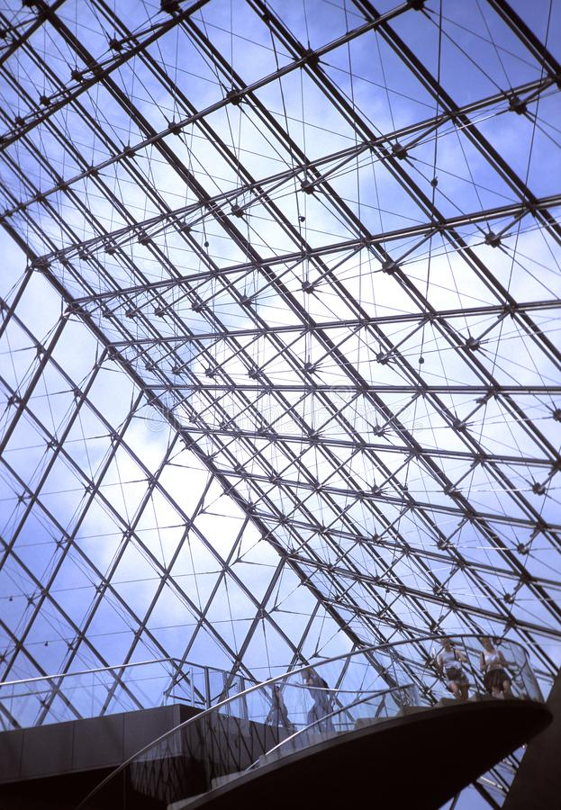 Detail der Louvreglaspyramide, Paris stockfoto