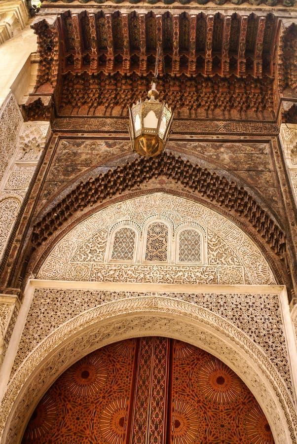 Detail der schönen Fliesenmosaikdekoration von in Fez, MO stockfotos