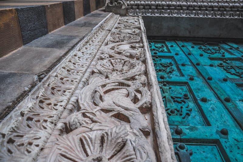 Detail der Tür der Amalfi-Kathedrale stockfotografie