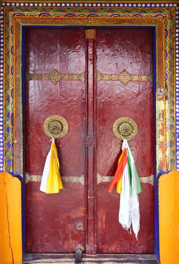 Detail der tibetanischen Tür lizenzfreie stockfotos