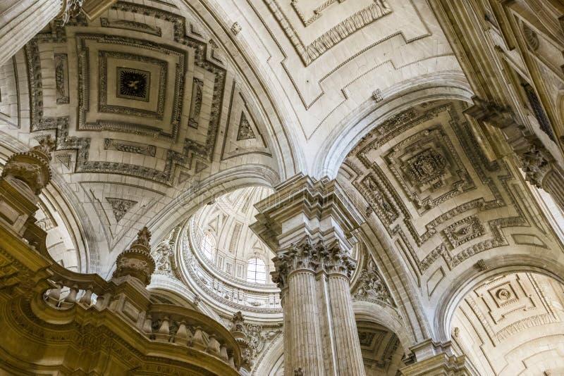 Detail der Wölbungsmitte des Hauptkirchenschiffs, das den Chor umfasst stockfotografie