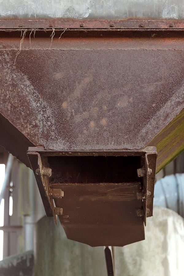 Detail des alten verlassenen Getreidetrocknungskomplexes stockfotografie