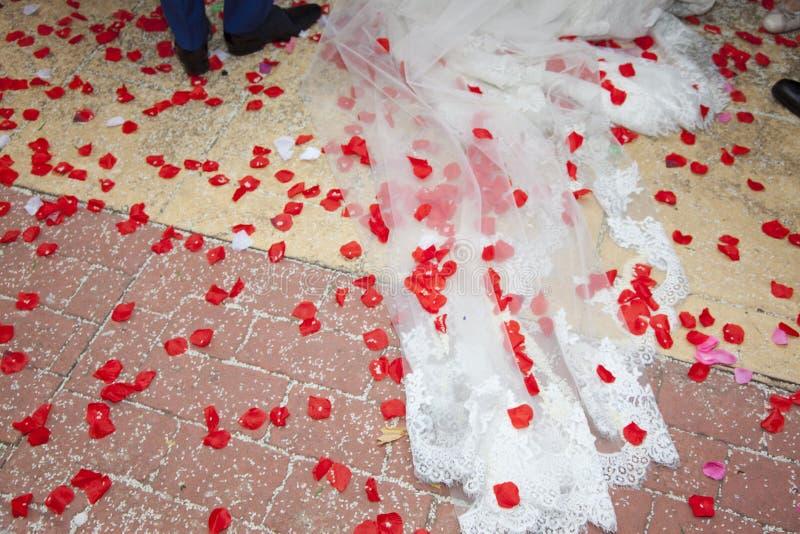 Detail des Bodens ändern den Braut- und Bräutigamurlaub die Kirche lizenzfreie stockfotos