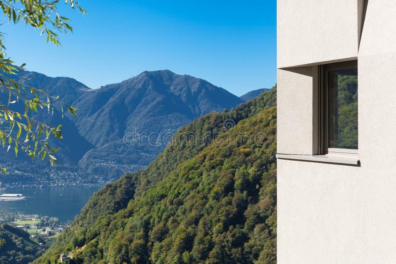 Detail des minimalen modernen Hauses in der Natur lizenzfreie stockfotografie