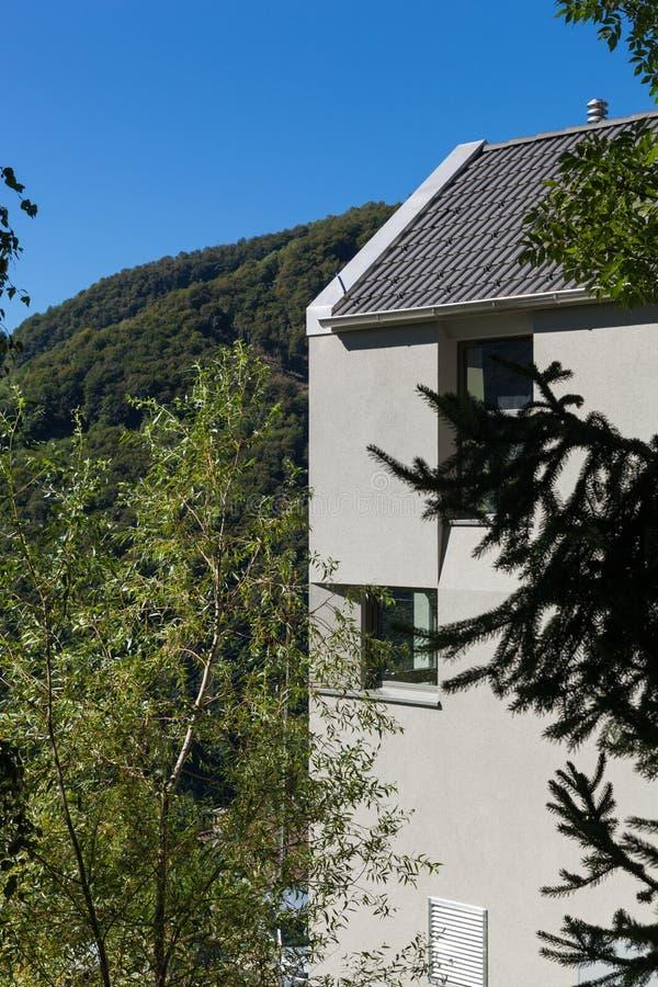 Detail des minimalen modernen Hauses in der Natur lizenzfreies stockbild