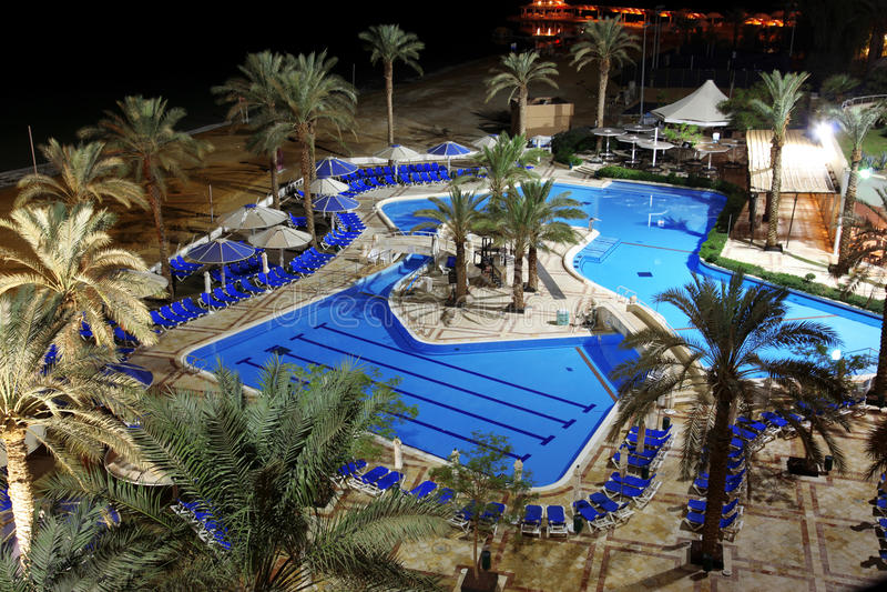 Detail des Swimmingpools in der Badekurortrücksortierung in Totem Meer stockfotos