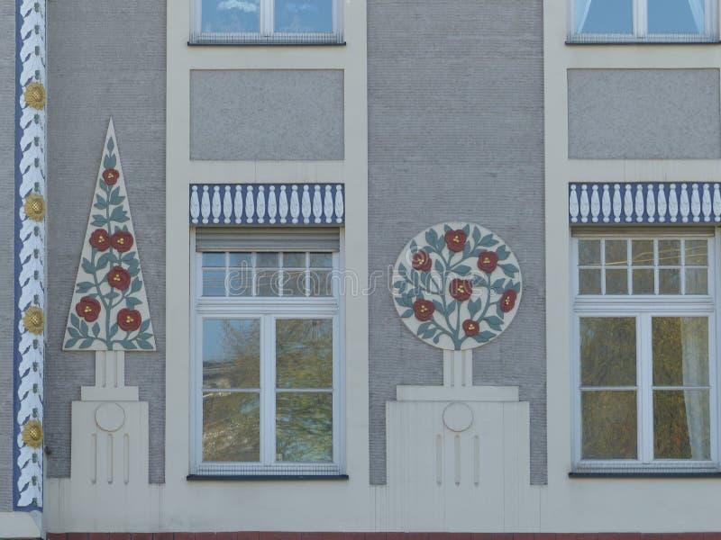 Detail einer Fassade eines Freiheitsgebäudes von München in Deutschland lizenzfreies stockbild