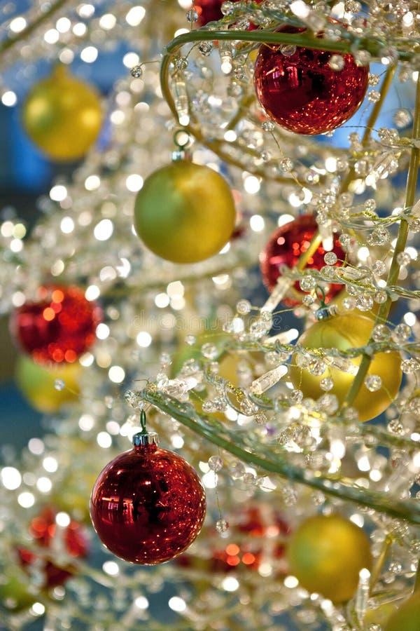 Detail einer modernen Weihnachtsbaumdekoration lizenzfreies stockbild