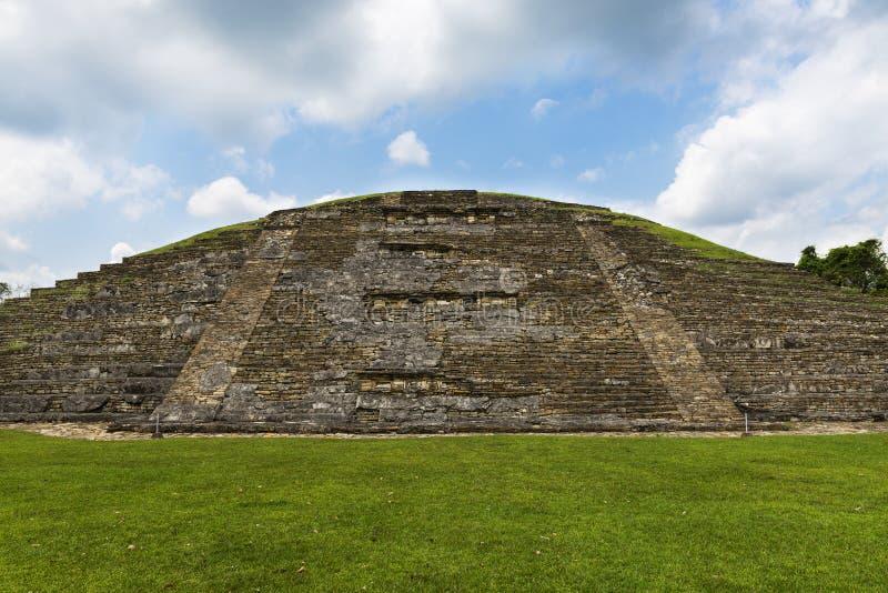 Detail einer Pyramide an der archäologischen Fundstätte EL Tajin im Staat von Veracruz lizenzfreie stockfotografie