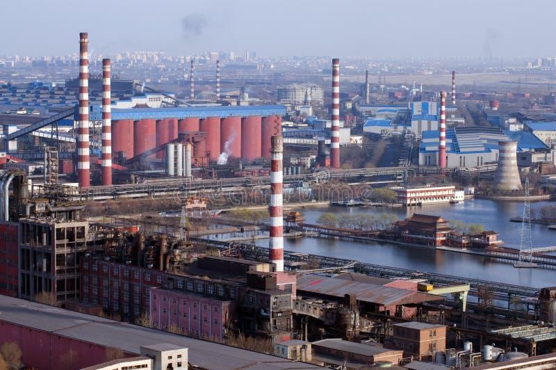Detail einer Raffinerie nachts lizenzfreies stockfoto
