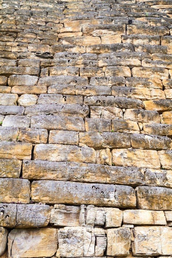 Detail einer Steinwand von Kuelap, ruinierte Zitadellenstadt der Chachapoyas-Wolken-Waldkultur in den Bergen von Nord pro lizenzfreie stockfotografie