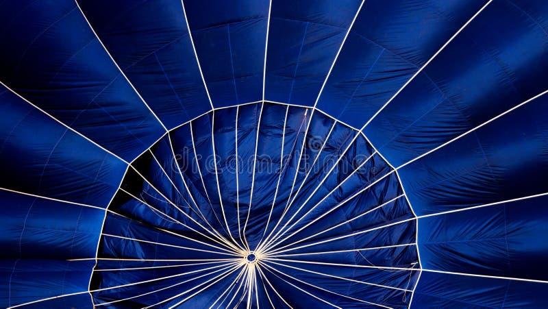 Detail eines blauen Heißluftballons lizenzfreies stockbild