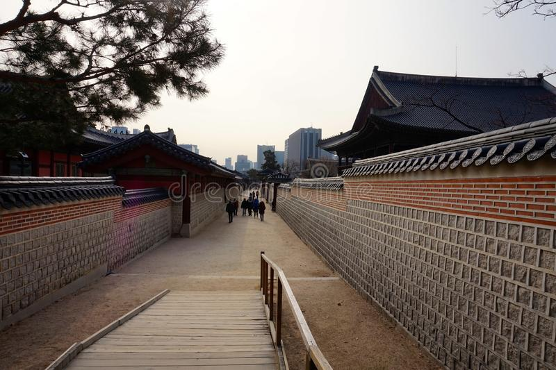 Detail eines Korridors in Changdeokgungs-Palast in Seoul, Südkorea lizenzfreie stockfotografie