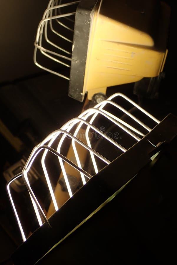 Detail eines Lichtes in der Dunkelheit stockbilder
