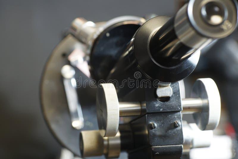 Detail eines Mikroskops lizenzfreies stockbild