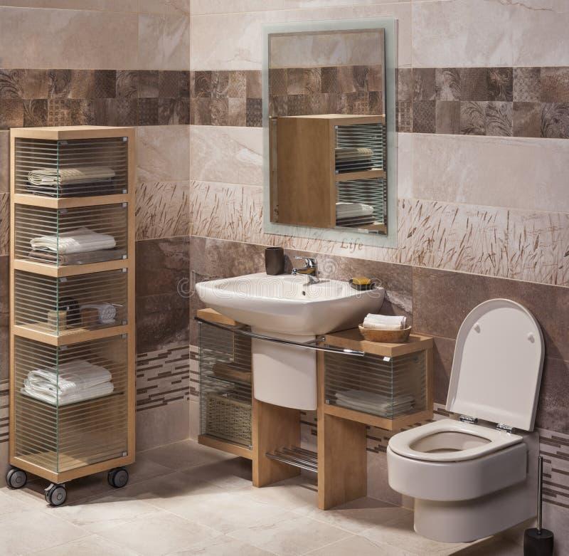 Detail eines modernen Badezimmers mit Wanne lizenzfreies stockbild