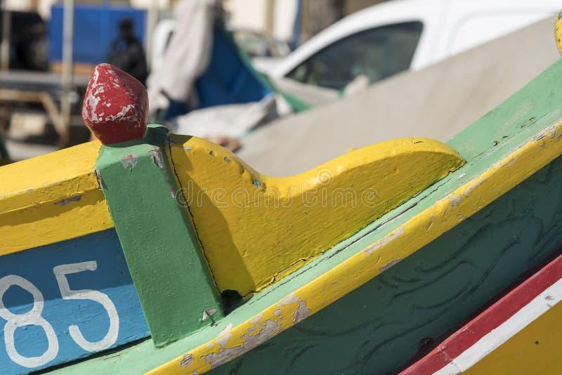 Detail eines traditionellen Fischerbootes in Marsaxlokk, Malta stockfotografie