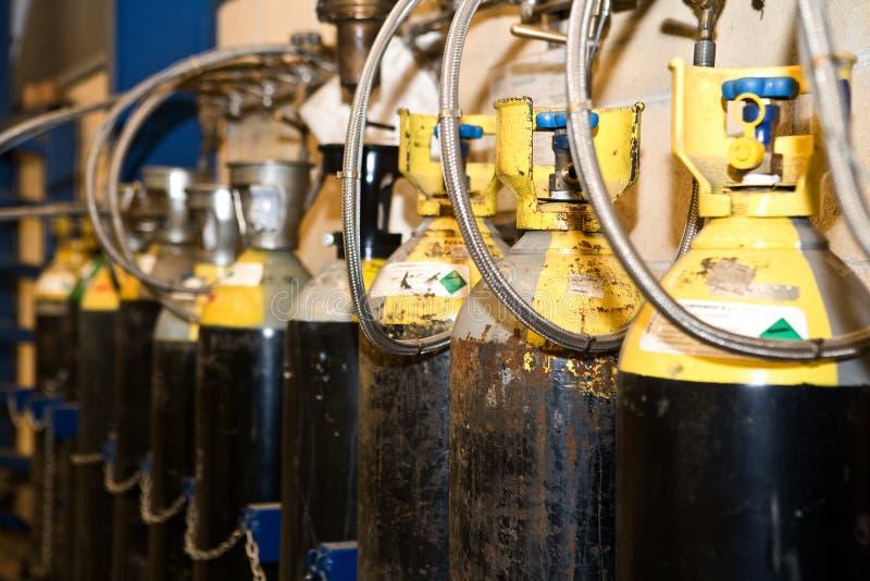 Detail einiger Sauerstoffflaschen für das Schweißen stockfotos