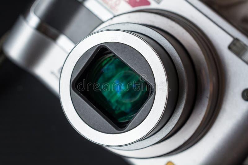 Detail op de Zoomlens van een Compacte Fotocamera stock fotografie