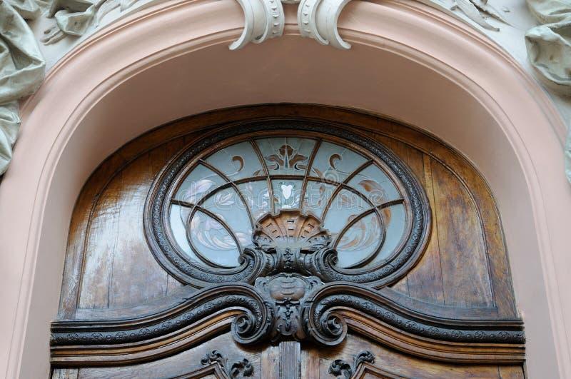 Detail oude poort - hoofdingang aan stock afbeeldingen