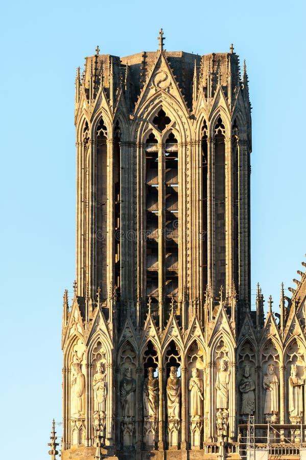 Detail van één toren van kathedraal in Reims royalty-vrije stock foto's