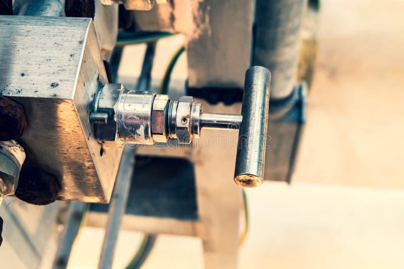 Detail van actuator, kleine handklep in metaal voor het leveren van lucht aan instrumenten royalty-vrije stock afbeelding