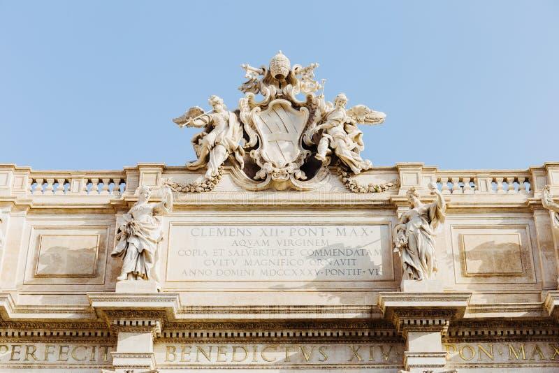 Detail van beeldhouwwerken vanaf bovenkant van de Trevi Fontein in Rome, Italië royalty-vrije stock foto
