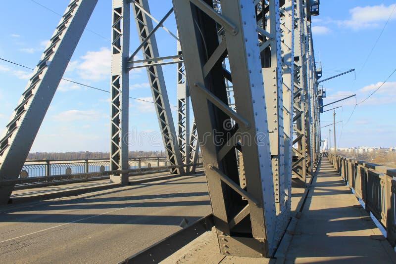 Detail van brug in Kremenchug, de Oekraïne stock fotografie
