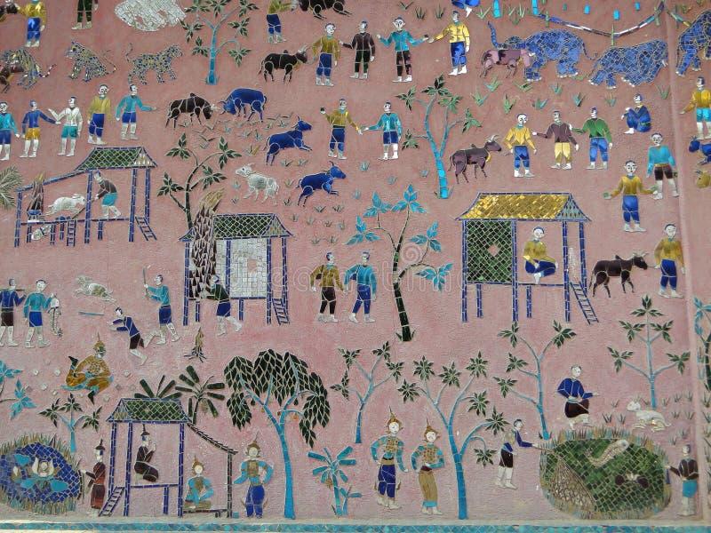 Detail van buitenmuurmozaïek bij een tempel in Luang Prabang royalty-vrije stock fotografie