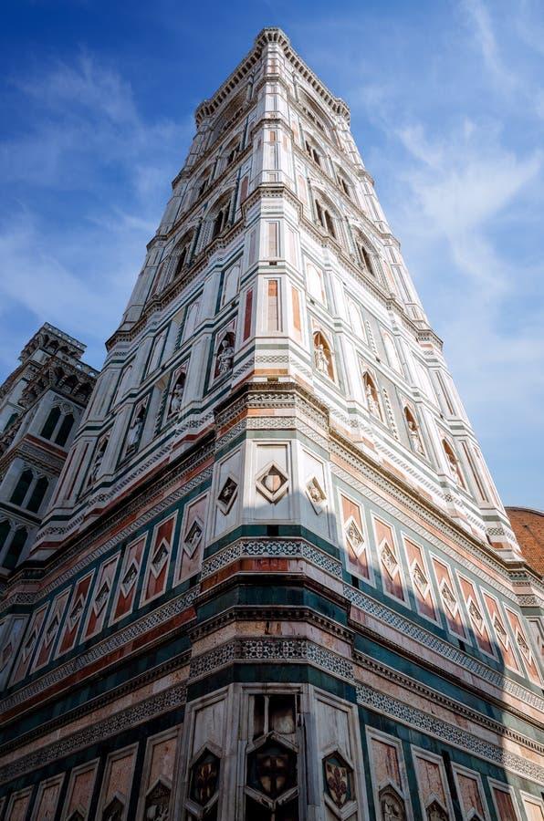 Detail van de beroemde giotto` s klokketoren in Florence, Italië stock foto