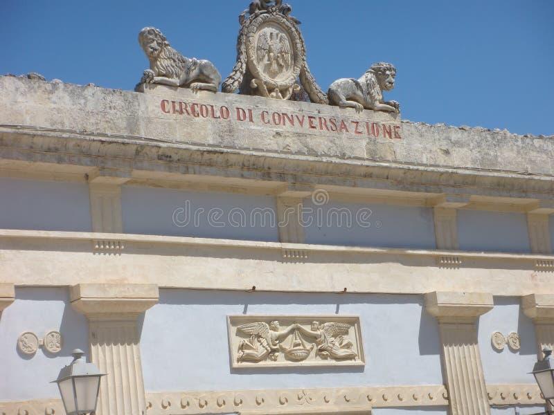 Detail van de bouw van de cirkel van gesprek in het centrum van Ragusa Ibla in Sicilië Italië royalty-vrije stock foto's