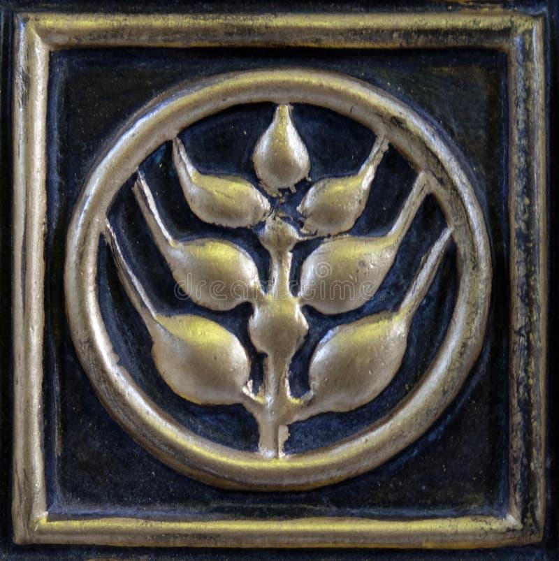Detail van de deur van tabernakel op het belangrijkste altaar in de kerk van Heilige Blaise in Zagreb royalty-vrije stock foto's