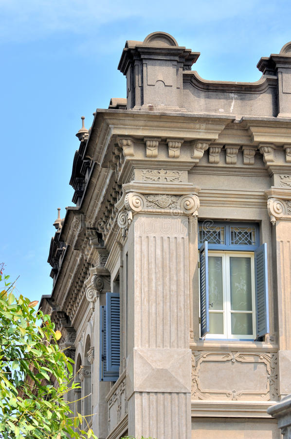 Detail van de klassieke bouw met uitstekende kerf
