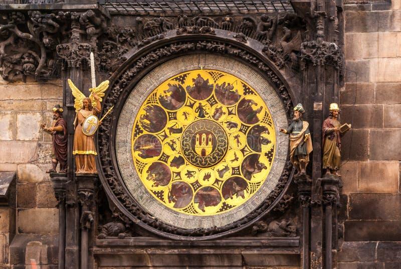 Detail van de klokketoren in de oude stad van Praag stock afbeeldingen