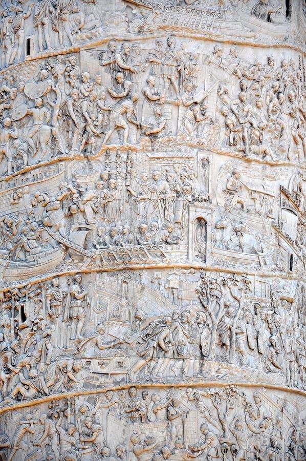 Detail van de Kolom van Traianus, de kolom van Trajan Mooie oude vensters in Rome (Italië) stock afbeeldingen