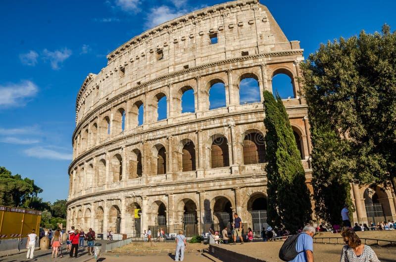 Detail van de muur van Colosseum in een heldere zonnige de zomerdag in Rome, Italië royalty-vrije stock afbeelding
