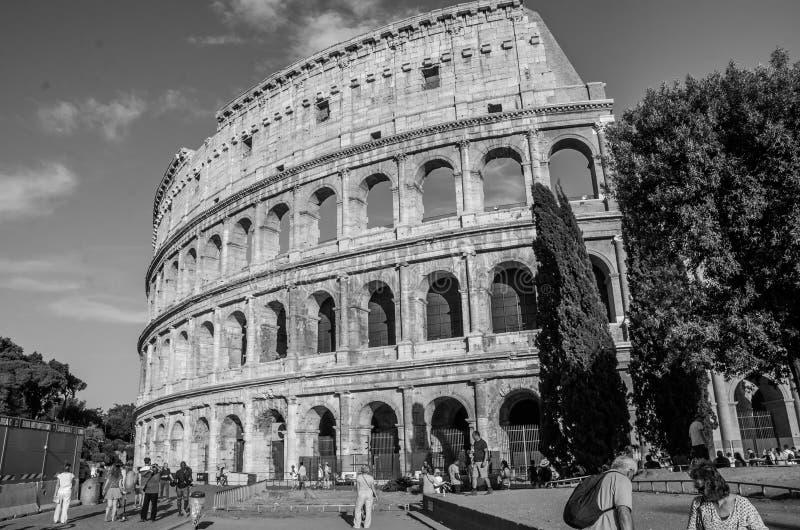 Detail van de muur van Colosseum in een heldere zonnige de zomerdag in Rome, Italië stock afbeeldingen