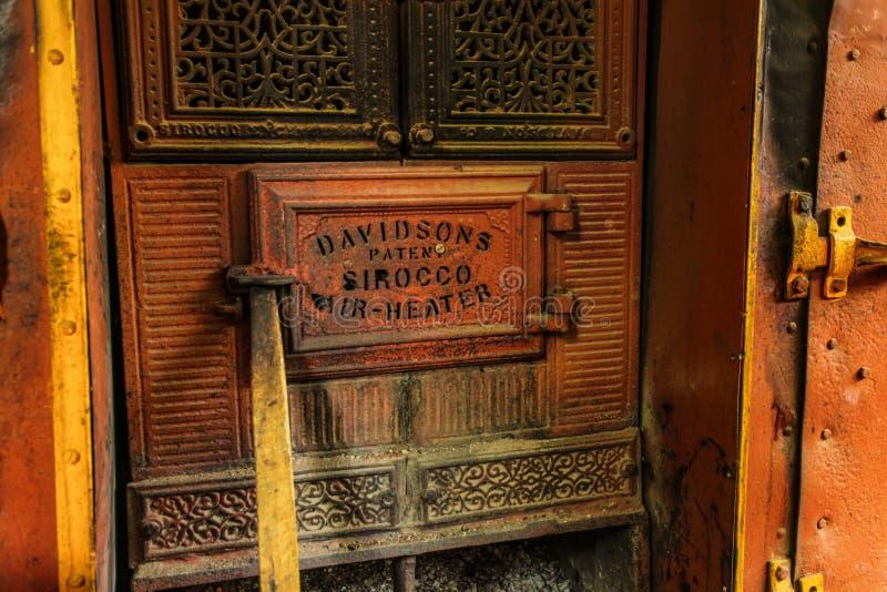 Detail van de oude deur van de de verwarmeroven van de Siroccolucht Deze uitstekende die oven door Davidson wordt vervaardigd royalty-vrije stock foto's