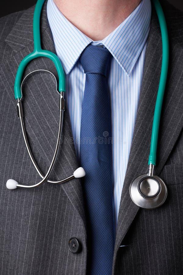 Detail van de Stethoscoop van Artsenwearing suit with rond Hals royalty-vrije stock foto