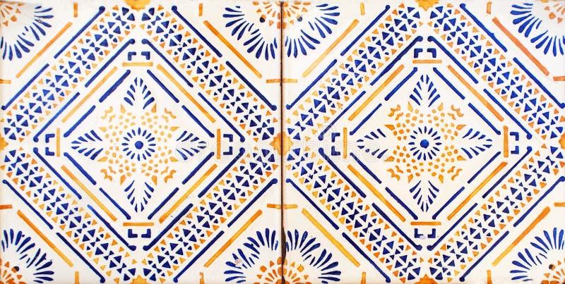 Detail van de traditionele tegels van voorgevel van oud huis Decoratieve tegels Valencian traditionele tegels Patroon 08 Majolica stock foto