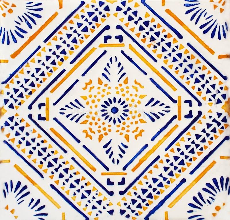 Detail van de traditionele tegels van voorgevel van oud huis Decoratieve tegels Valencian traditionele tegels Patroon 08 Majolica royalty-vrije stock fotografie