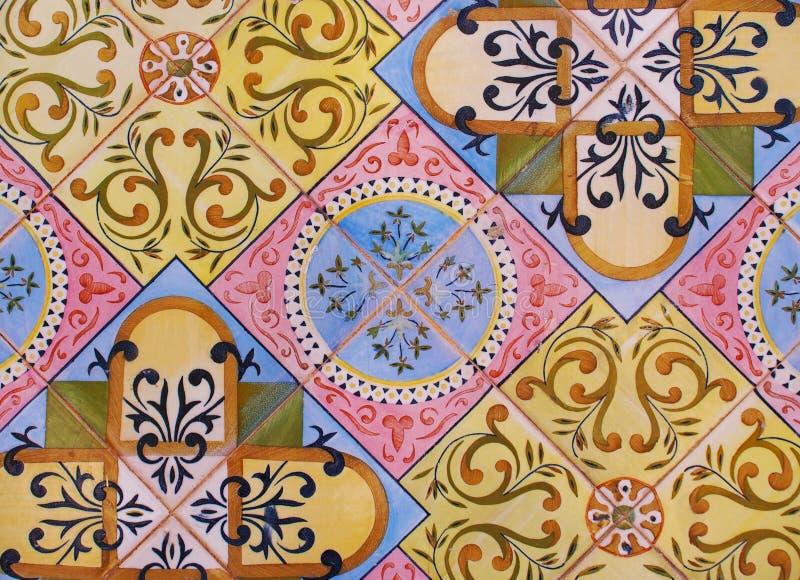Detail van de traditionele tegels van voorgevel van oud huis Decoratieve tegels Valencian traditionele tegels Patroon 08 spanje stock fotografie